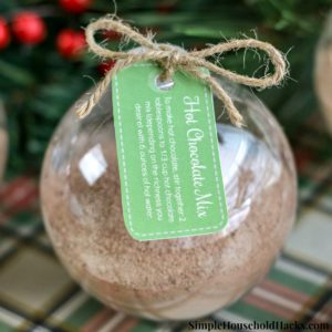 This homemade hot chocolate mix ornaments tutorial includes printable tags and hot cocoa recipe